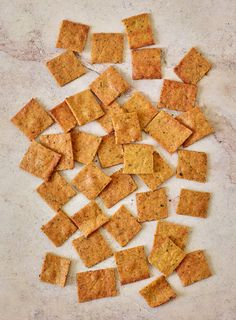 You can prepare and enjoy these keto crackers in under 20 minutes! Using a sunflower seed or almond flour base, these low-carb crackers are high on flavor but still diet-friendly at only 2 net carbs per serving. In fact, these homemade crackers are also gluten-free, dairy-free, paleo, and vegan! Gluten Free Recipes For Lunch, Lunch Box Recipes, Delicious Vegan Recipes, Vegan Gluten Free, Lunch Ideas, Low Carb Crackers, Vegan Crackers, Homemade Crackers, Clean Eating Desserts