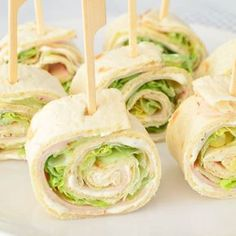 We are probably not the only family that runs tasty wraps for birthdays. The best known is of course the wrap with herb cheese, chicken fillet and lettuce. Snacks Für Party, Easy Snacks, Healthy Snacks, Healthy Recipes, Plats Ramadan, Good Food, Yummy Food, Appetisers, Churros