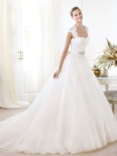 A-line/Princess Sweetheart Applique Beading Court Train Organza Wedding Dresses