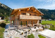 Amazing chalet design to your winter chalet. Chalet Design, Chalet Style, Roof Design, House Design, Building Design, Building A House, German Houses, Fairytale House, Wood Architecture