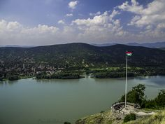 Flag, River and Danube bend Photo by ©Timea Mia Medveczki