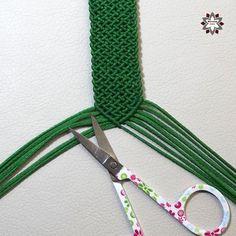 DSCF4482 Macrame Necklace, Macrame Jewelry, Macrame Bracelets, Diy Friendship Bracelets Patterns, Paracord, Diy Tutorial, Projects To Try, Weaving, Diy Crafts