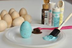 DIY Robin Blue Painted Easter Eggs - learn to craft these painted Easter eggs for your party centerpiece or table display at home! Easter Egg Crafts, Easter Eggs, Easter Art, Diy Osterschmuck, Christmas Craft Fair, Easter Parade, Bird Crafts, Ideas Geniales, Diy Easter Decorations