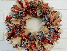 Best Fabric Wreath ideas on Beste Stoff Kranz Ideen auf Wreath Crafts, Diy Wreath, Rag Wreaths, Wreath Ideas, Wreath Making, Door Wreaths, Burlap Wreaths, Primitive Wreath, Primitive Crafts
