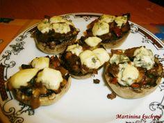 Recept přidávám se souhlasem majtelky MARTINY http://martininakuchyne.blogspot.cz/2012/10/plnene-zampiony.html