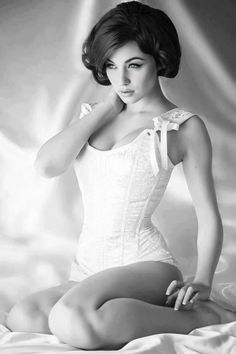 Love the pin up look, the hair, eyeliner, corset, photography...everything!