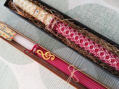 Σκέτες και απλές πασχαλινές λαμπάδες,για κυρίες και έφηβες χειροποίητες σε αγνά απλά κεριά,λαμπάδες με λουλούδια με καρφίτσες ιδιαίτερες χρωματιστές λαμπάδες σε κουτιά για να κρατάτε στην εκκλησία .Εντυπωσιακά καθρεφτάκια βραχιόλια δαχτυλίδια και σκουλαρίκια διακοσμούν την λαμπάδα των ονείρων σας. Easter, Beauty, Easter Activities, Beauty Illustration
