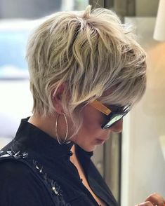 Short Platinum Blonde Hair, Blonde Pixie Cuts, Short Hair Cuts, Short Hair Styles, Shaggy Pixie Cuts, Best Pixie Cuts, Long Pixie Hairstyles, Cool Hairstyles, Cute Pixie Haircuts