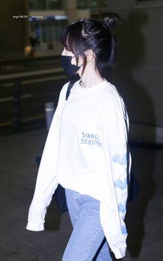 Seulgi, South Korean Girls, Korean Girl Groups, Irene, Wendy Red Velvet, Myoui Mina, Airport Style, Airport Fashion, Velvet Fashion