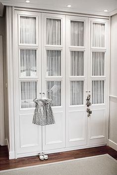 These 4 Living Room Trends for 2019 – Modells. Wardrobe Doors, Bedroom Wardrobe, Wardrobe Closet, Built In Wardrobe, Closet Doors, Master Bedroom, Bedroom Decor, Built In Furniture, Furniture Design