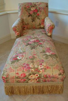 Antique Chase Lounge Chair Sofa Gorgeous Roses Fabric-Love the green and pink pattern. Diy Chair, Sofa Chair, Arm Chairs, Chair Cushions, Dining Chairs, Shabby Chic Cottage, Shabby Chic Decor, Rose Cottage, Garden Lounge Chairs