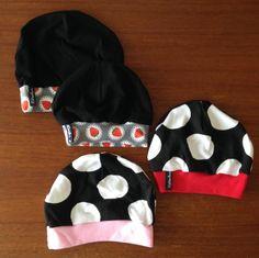Babymützen Strawberryblack, Spottypink und Spottyred.
