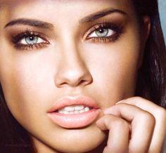Adriana Lima! Uma das mulheres mais belas na minha opinião. Sempre me inspiro nas makes dela!