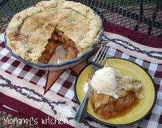 Mommy's Kitchen: Apple Pie {On our Christmas Table}