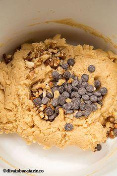 biscuiti-deliciosi-cu-unt-de-arahide-si-ciocolata-5 Unt, Cake Recipes, Biscuits, Cereal, Oatmeal, Deserts, Cookies, Breakfast, Sweet