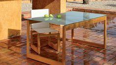 Mesa para exterior de madera de la marca Oi Side disponible en el catálogo de http://www.elemento3.com/