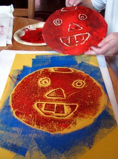 Collograph faces :: printmaking for kids (on Craft)    #kidsart #artsed