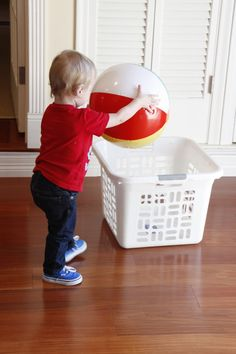 10 Cheap & Easy Indoor Beach Ball Games to Keep Kids Active - Modern Parents Messy Kids Kids Church Games, School Games For Kids, Building Games For Kids, Sunday School Games, Outdoor Games For Kids, Games For Toddlers, Toddler Games, Beach Ball Games, Beach Party Games