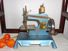 Antique victorian child sewing machine 1920s  toy~~