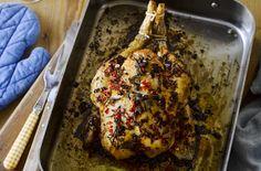How to make Ella Risbridger's Midnight Chicken | Wise Living Best Roasted Chicken, Roast Chicken, Lemon Chicken, Bbc Good Food Recipes, Cooking Recipes, Chicken Names, Ginger Honey Lemon, Roasting Times, New Cookbooks