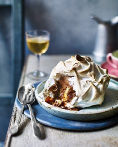 Chocolate, peanut butter and caramel baked Alaskas These individual baked Alaska couldn't be easier to make. Simply top ready-made madeira cake with smooth peanut butter, chocolate ice cream and quick meringue then bake until gooey perfection. Chocolate Ice Cream, Chocolate Peanut Butter, Omelette, British Pudding, British Desserts, Baked Alaska, Just Bake, Delicious Magazine, Masala Recipe