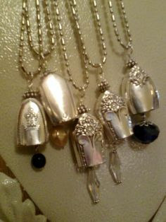 These vintage silverware necklaces with there extra long chains are called Bell necklaces & are made from the end of forks. they look so good with any outfit.love silver~ Horne cause i know you love spoon jewelry too Fork Jewelry, Metal Jewelry, Beaded Jewelry, Vintage Jewelry, Handmade Jewelry, Vintage Silver, Jewlery, Jewelry Crafts, Jewelry Art
