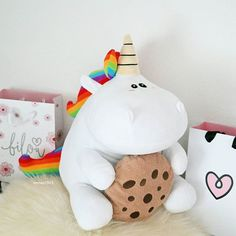 Awwww Unicorn Holding Cookie