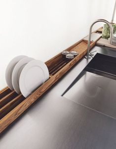 Kitchen design ideas: what is currently up-to-date with kitchens?- Küchengestaltung Ideen: Was ist gerade bei Küchen aktuell? modern accessories in the kitchen wooden dish dryers -
