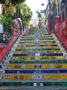 Selarón stairs in Lapa district, Rio de Janeiro, Brazil (by Jean-Phi92).
