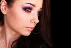 violet and glitter makeup Bright Makeup, Glitter Makeup, Eyeshadow Palette, Halloween Face Makeup, Hair Beauty, Make Up, Pretty, Mephisto, Makeup Ideas