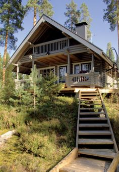An ecological log home is the perfect addition to any natural environment. Get inspired by Honka cabins and holiday homes. Mansion Interior, Dream House Interior, House In Nature, House In The Woods, Mountain Homes, Eco Friendly House, House Layouts, Log Homes, Victorian Homes
