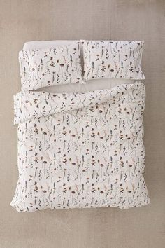 Get a good nights sleep with our range of bedroom essentials, including duvet sets, blankets, pillowcase sets, tapestries and more with Urban Outfitters. Best Duvet Covers, Duvet Cover Sets, Bed Covers, Duvet Covers Urban Outfitters, Luxury Bedding Sets, Duvet Bedding, Boho Bedding, Bedding Decor, Floral Bedding