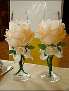 Wedding Glasses By Kittysspot On Etsy - Diy Crafts Wine Glass Crafts, Bottle Crafts, Bottle Art, Wedding Centerpieces, Wedding Decorations, Wine Glass Centerpieces, Wedding Ideas, Centerpiece Ideas, Birthday Decorations