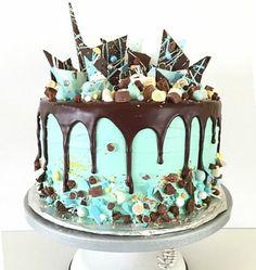 tartas faciles de chocolate, decoración con chocolate, crema azul