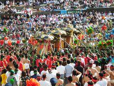 灘のけんか祭り、広畠での神輿合わせの写真です。