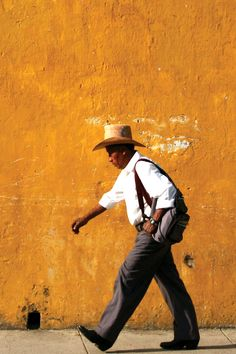 Antigua, Guatemala. Photo by Sally Johnson >>>