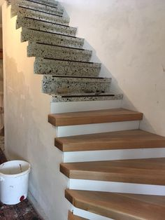 Terrazzo Treppe Renovierung - Wohnen ideen Terrazzo stair renovation Terrazzo stair renovation The post Terrazzo staircase renovation appeared first on Living ideas. Stair Renovation, Basement Stairs, Flooring For Stairs, House Stairs, Staircase Design, Wood Staircase, Railing Design, Stair Railing, Living Room Decor