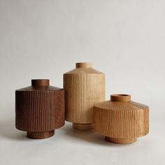 Vase Crafts, Wood Vase, Wood Turning, Types Of Wood, Dried Flowers, Hand Carved, Objects, Woodworking, Carving