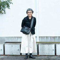 """【おしゃれな人】後編:「おしゃれ」って、きっと """"装い"""" のことだけじゃない。(バッグ作家・江面旨美さん) – 北欧、暮らしの道具店 Boho Outfits, Fashion Outfits, Womens Fashion, Fashion Over Fifty, Tokyo Street Style, Mature Fashion, Advanced Style, Neutral Outfit, Fashion Couple"""