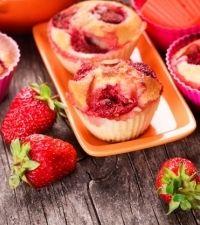 Get Cookin'Cream Cheese Strawberry Muffins - Get Cookin' Breakfast Items, Breakfast Recipes, Muffin Recipes, Bread Recipes, My Favorite Food, Favorite Recipes, Appetizer Recipes, Dessert Recipes, Strawberry Muffins