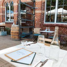 """{ YourLittleBlackBook } op Instagram: """"Cantine de Caron is open op Westergas en als je ergens op het terras wilt zitten dit weekend, dan is het hier wel! Nét open en oh-zo-mooi.…"""" Amsterdam Travel Guide, The Good Place, Travel Tips, Things To Do, Restaurant, Table Decorations, Places, Instagram, Canteen"""