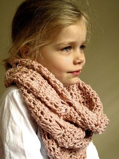 Crochet cowl with broomstick lace stitch