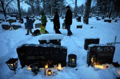 A tradition that lives on with many Finnish Americans. Candles decorate the graves of the Vaasa cemetery in Finland. Traditionally on Christmas Eve, Finns place candles on the graves of their relatives. La Danse Macabre, Christmas Eve Traditions, After Life, Winter Solstice, Winter Holidays, Martini, Around The Worlds, Traditional, Lanterns