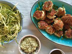 Kyllingefrikadeller med urter og cremet pestodip