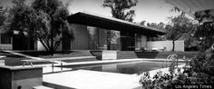 The Kronish House, Beverly Hills, CA by renowned modernist architect Richard Neutra built in 1954 Photo: The Kronish House in Beverly Hills. From Modernism magazine. Richard Neutra, Beverly Hills, Vintage Architecture, Architecture Design, California Architecture, Timber Architecture, Classic Architecture, Amazing Architecture, Frank Lloyd Wright