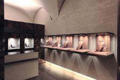 Rosa Jewellery by Puntidifuga, Mondovì – Italy http://retaildesignblog.net/2013/10/05/rosa-jewellery-by-puntidifuga-mondovi-italy/