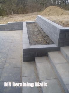 DIY Retaining Wall - Landscaping and Backyard Design Ideas landscaping slope retaining walls Top 10 Ideas For DIY Retaining Wall Construction Retaining Wall Construction, Diy Retaining Wall, Backyard Retaining Walls, Sleeper Retaining Wall, Retaining Wall Design, Concrete Retaining Walls, Cement Patio, Gravel Patio, Tiered Garden