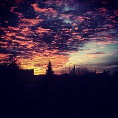 Ritorno a casa *.* #colours #clouds #tramonto #landscape #sunset #winter #nature  #sky #happy #Bologna #mycity Ph. Jessica Vancini