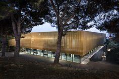 Devaux & Devaux Architectes : Centre culturel Alb'Oru - ArchiDesignClub by MUUUZ - Architecture & Design