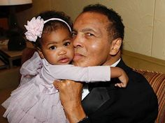 Muhammad Ali's Daughter Laila Shares Sweet Photo During Father's Hospitalization Hours Before His Death http://www.people.com/article/muhammad-ali-hospital-laila-ali-update-family